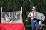 Divadlo 100 opic přivezlo do Mělníka představení Chytej ušima. Návštěvníci tak viděli vystoupení hudební skupiny s texty pro děti, komponované do loutkového příběhu skřítka, který se vydal na cestu do světa.
