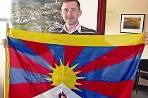Místostarosta Neratovic Tomáš Hrodek potvrdil, že tibetskou vlajku vyvěsí na budovu městského úřadu v neděli 10. března.