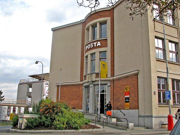 Hlavní mělnická pošta v Tyršově ulici.