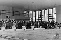Po mnoha potížích se stavbou a dodavateli technologií byl nakonec v Mělníku slavnostně otevřen krytý plavecký bazén dne 14. prosince 1977 za přítomnosti představitelů města a okresu a za značného zájmu veřejnosti.