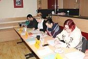 Obce se v některých místech Mělnicka potýkaly s nezájmem občanů  o práci ve volebních komisích. V Lužci nad Vltavou se podařilo pro náročnou službu získat mladé lidi.