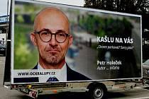 Billboardy, které developerská společnost Citronelle vyvěsila po Kralupech.