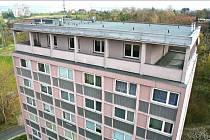 Jeden ze dvou panelových domů se 64 startovacími byty nedaleko cukrovaru