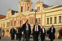 Zástupce Světové národní  banky doprovodil starosta Miroslav Neumann na oběd