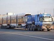 Speciální tahač pro přepravu kolejových vozidel Ilustrační obrázek přepravce.