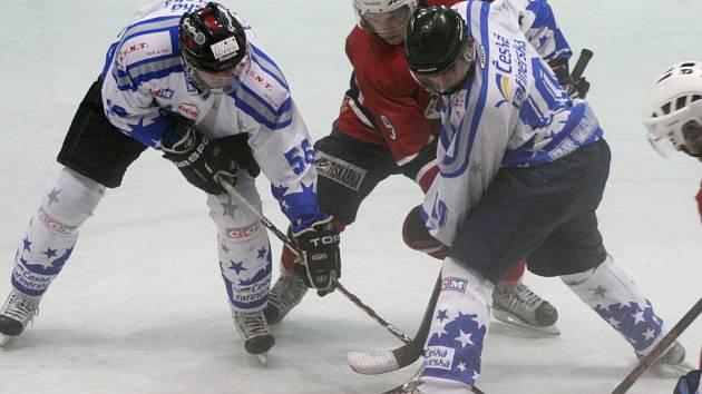 HK Kralupy (v bílém) - HC Poděbrady (4:5); 1. kolo krajské ligy; 13. září 2014