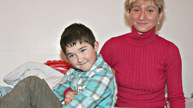 Byt v neratovickém panelovém domě Markéta s Kristiánem vyměnili na dobu léčení za pokoj u rodičů a bratra v Libiši.