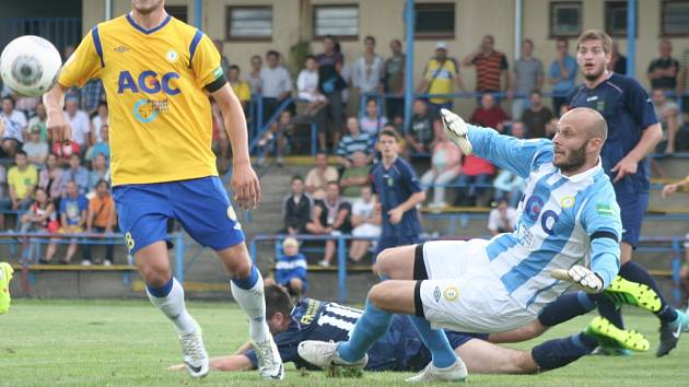 FK Neratovice/Byškovice (v modrém) - FK Teplice, 2. kolo Poháru České pošty, 12. srpna 2014