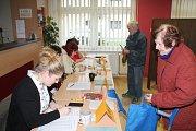 V první den prezidentských voleb odvolilo v Lužci nad Vltavou zhruba 33% oprávněných voličů. V sobotu před desátou hodinou volební komise evidovala 40% voličů, kteří přišli odevzdat svůj hlas. Její členové se shodli na názoru, že čekali účast větší.