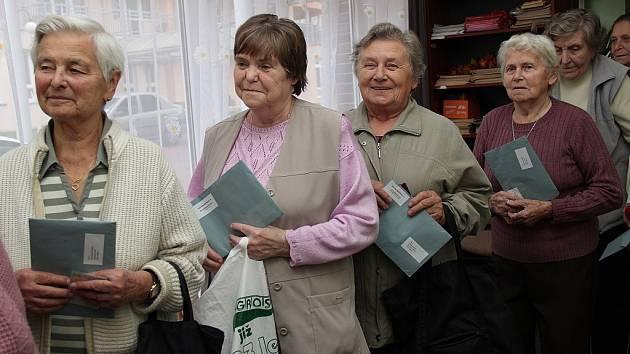 V mělnickém centru seniorů volilo skoro sto padesát lidí.