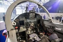 Vnitřek letounu L-159.