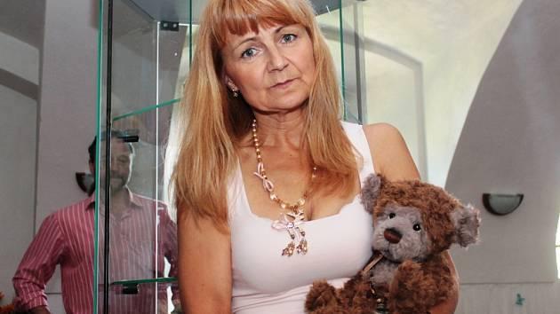 Eva Šímová, sběratelka plyšových medvídků a členka Klubu medvědářek.