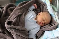 Mikuláš Novotný se rodičům Radce Thonové a Ondřeji Novotnému z Neratovic narodil v mělnické porodnici 19. prosince 2017, měřil 52 cm a vážil 3,87 kg.