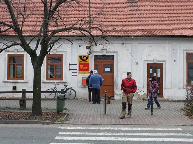 Ve středu dopoledne byla tato poštovní pobočka z provozních důvodů uzavřena.