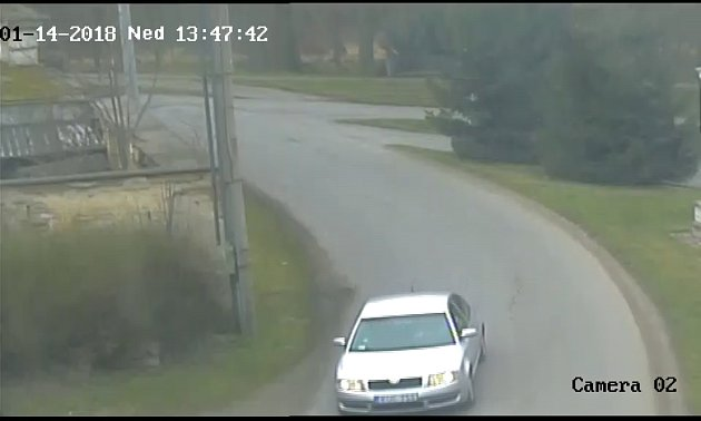 Zloděj na místo pravděpodobně přijel vozidlem Škoda Superb stříbrné barvy sregistrační značkou Maďarska KUC750.