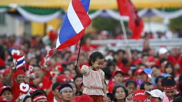 Thajská realita posledních dnů, nikdo však zatím neví, jak to v zemi dopadne.