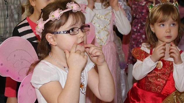 Pohádkový karneval v mělnickém domě dětí a mládeže.
