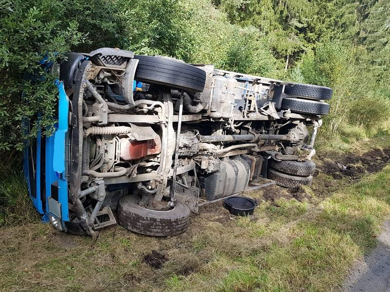 Nehoda náklaďáku u Řevničova.