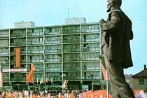 Třímetrová socha V. I. Lenina stávala na neratovickém náměstí.