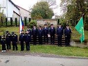 Slavnostním položením věnců k pomníku padlých v Chodči si místní připomněli oběti druhé světové války.