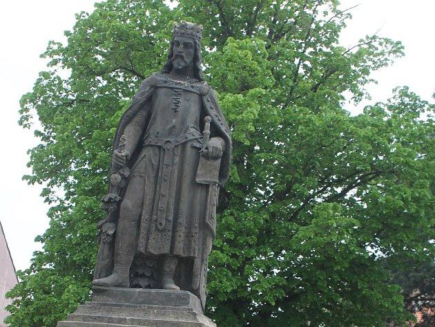 Socha Karla IV. na mělnické Vyhlídce.