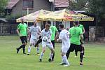 Fotbalisté Viktorie Všestudy (v zeleném) rozstříleli ve druhém kole okresního přeboru Sokol Libiš B 5:1.
