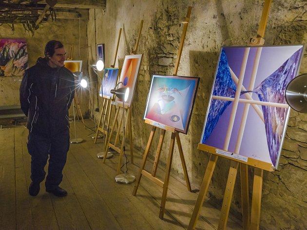 Leo Symon ve Vysoké otevřel svou výstavu Malování světlem.