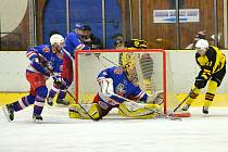 Akce Ondřeje Novotného sice brankou neskončila, i tak mělničtí hokejisté v závěrečném utkání základní části  jasně vyhráli nad slánskými Lvy.