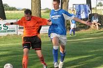 Z B-třídního derby Vysoká (v modrém) - Řepín (2-0)