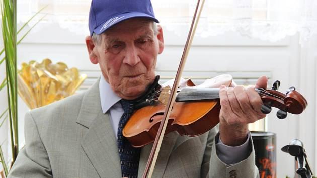 Vojtěch Cimbolinec oslavil 101. narozeniny.
