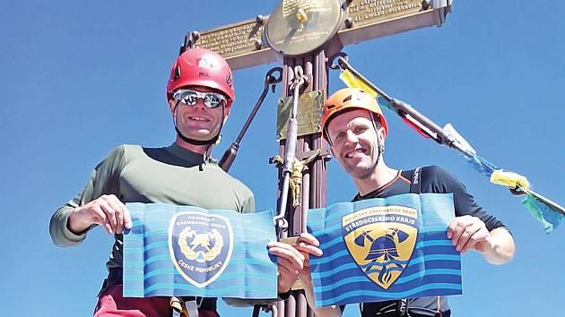 Před Matterhornem Jiří Valoušek (zleva) a Jiří Zajíček se dvěma kamarády zdolali Grosslockner.