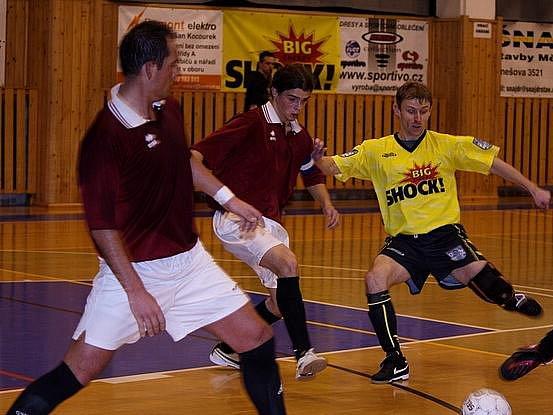 Libor Koláček (ve žlutém dresu) má letos střeleckou formu.