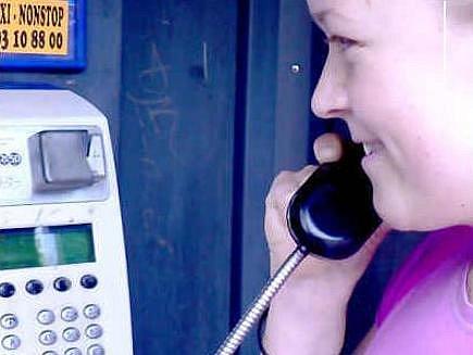 Telefonní automaty využívají spíše starší lidé, mladí  z nich volají jen v nouzi.