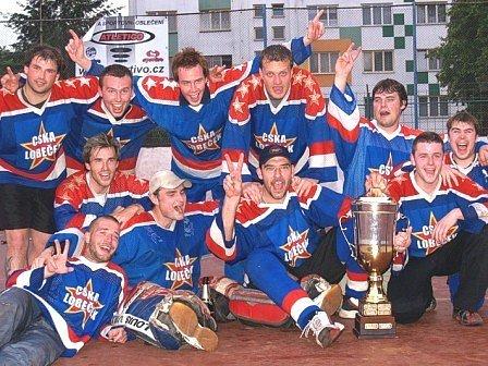 Vítězové Petroniova poháru 2007, horní řada zleva: Prantl, Fencl, Maršoun, Soudský, Palice, dolní řada zleva: Večeřa, Husák, Baráth, Střeska, Rázka, Kroužil.