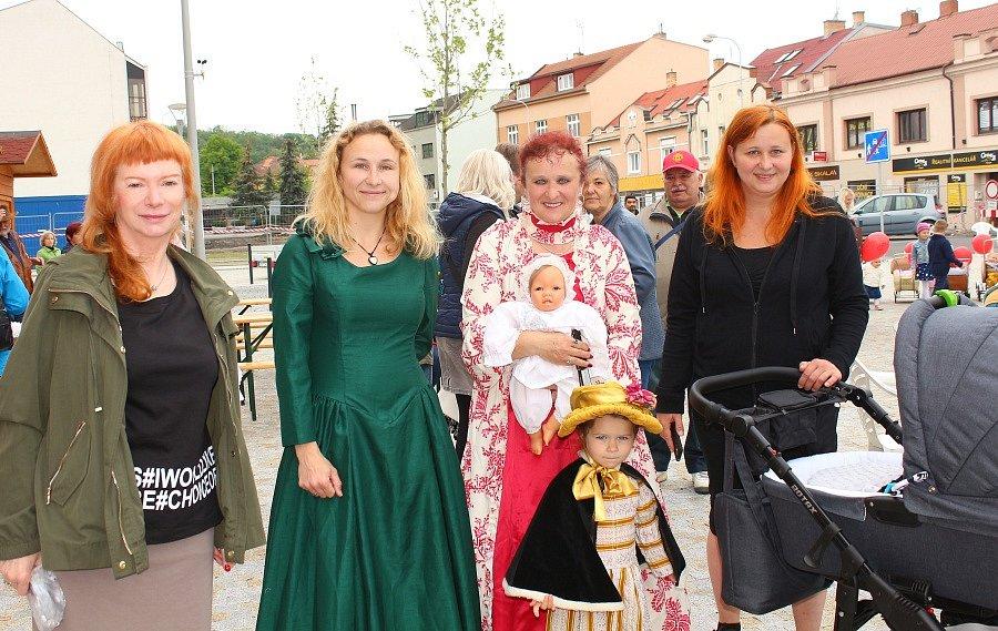 S chloubou svého sběratelského nadšení se už popáté představila o uplynulém víkendu Věra Čížková z Kralup nad Vltavou. Autorka vlastní kolekci dětských kočárků, kterých má již přes šest set.