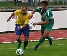 Václav Vorasicky (ve žlutém) patřil na podzim k oporám Neratovic.