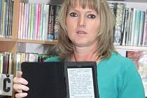 Čtečku mají v kralupské knihovně podle vedoucí Šárky Pánkové jednu. Zatím to stačí.