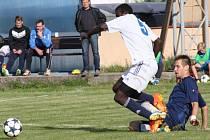 LoKo Chomutov - FK Neratovice/Byškovice (v modrém); 3. kolo divize B; 24. srpna 2014.