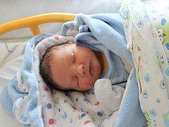 JAKUB FRÜHBAUER se rodičům Evě a Jaroslavovi ze Sojovic narodil v mělnické porodnici 25. září 2017, měřil 49 centimetrů a vážil 3,25 kilogramu. Doma se na něj těší 4letá Ema.