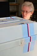 Konec voleb a sčítání hlasů.