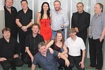 Plus dnes tvoří (zleva nahoře) kapelník B. Paleček, J. Kužel, K. Vyšínská, zvukař J. Bílý, R. Libý, M. Čáp, J. Švec, F. Koudelka, R. Navrátil, zpěvačka K. Vydrová a Z. Tesař. Nedílnou součástí jsou i další dvě zpěvačky P. Kořínková a M. Lipšovská.