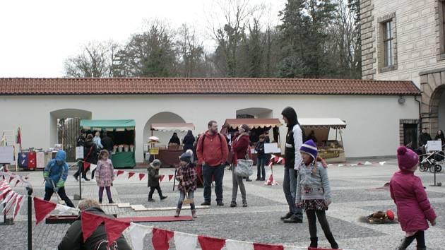Předposlední březnová sobota patřila na zámku velkolepému zahájení sezóny a pestrý program přilákal i přes ne zrovna slunečné počasí hodně návštěvníků.