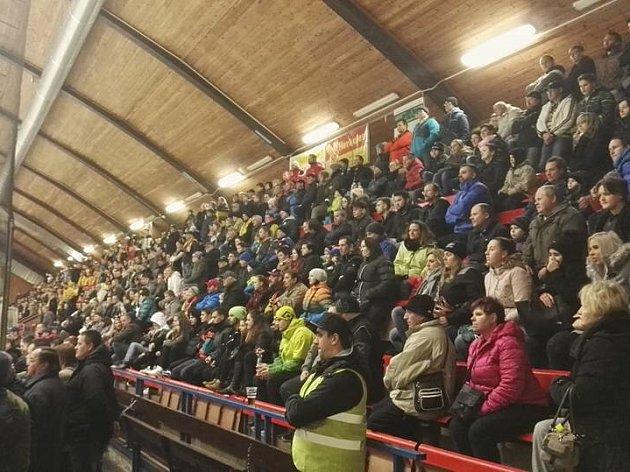 Hokejové okresní derby sladovala více jak tisícovka fanoušků.