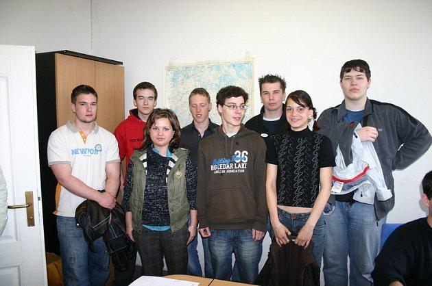 Žáci třetího ročníku neratovické střední obchodní akademie v naší redakci