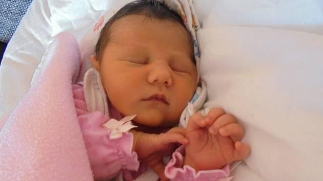ANEŽKA NALEZÍNKOVÁ se rodičům Pavlíně a Lubošovi ze Štětí narodila 23. března 2018 v mělnické porodnici, měřila 49 cm a vážila 2,95 kg. Doma se na ni těší skoro 3letá Štěpánka.