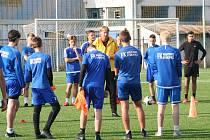 Dorostenci FK Neratovice/Byškovice absolvovali ukázkový trénink pod vedením internacionála Radka Bejbla.