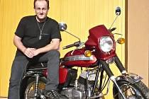 Jako kluk si Juraj Brnula přál třistapadesátku Jawu. Chtěl si ji koupit po návratu z vojny, nakonec se ale usadil v Čechách a z motorky sešlo. Sen si splnil až po dvaceti letech.