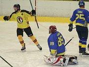 Mělničtí hokejisté vyhráli první okresní derby nové sezony krajské ligy nad Neratovicemi 3:2 po samostatných nájezdech.