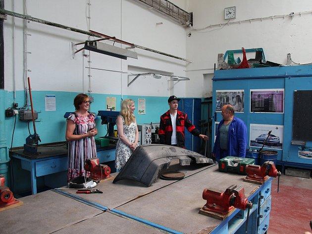 Těsně před ukončením své funkce navštívila ministryně školství Kateřina Valachová neratovické učiliště a střední školu.