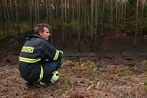 PLAMENEM hořely větve pokácených stromů v těsné blízkosti lesní školky za šedesát tisíc korun. Oheň zasáhl i stromy v zalesněné části.